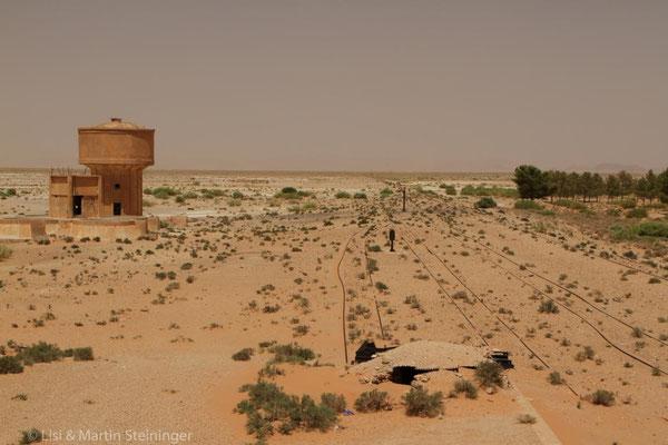 verlassener Bahnhof nahe Mengoub
