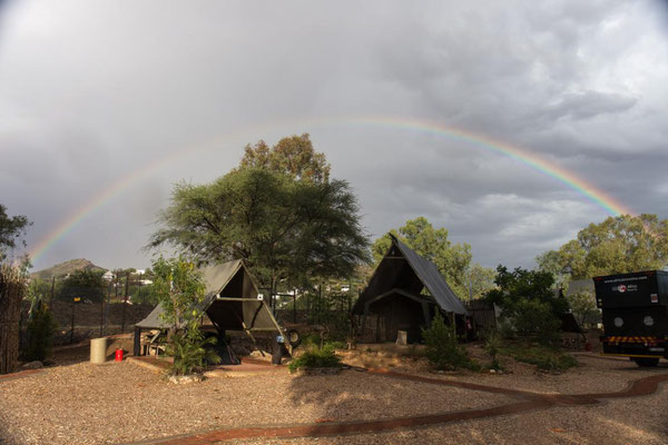 fullsize Regenbogen am Urban Leisure Camp in Windhoek