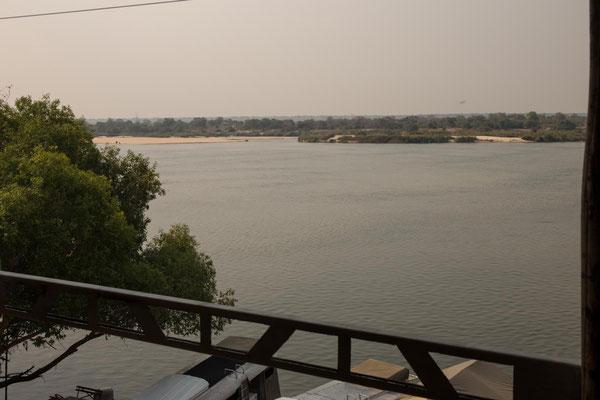 am Sambesi mit Blick auf Sambia