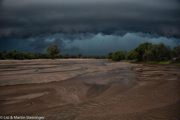 Wasser im Flussbett