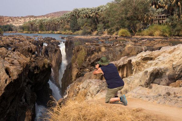 Epupafalls mit Campgrund im Hintergrund rechts