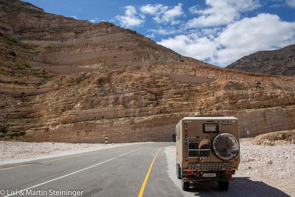 Suchrätsel: wer findet die Straße auf den Berg?