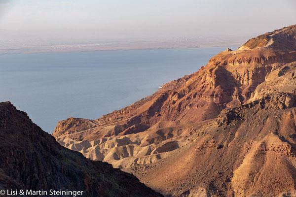 hinab zum Toten Meer
