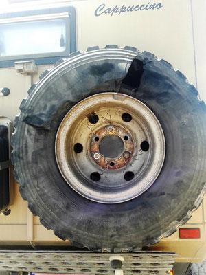 zerfetzter Reifen :-(