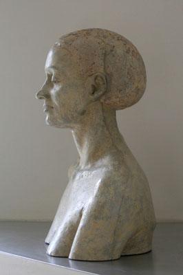 > Frau mit Haube <  2010  ,  Maße :  52 / 41 / 24 cm