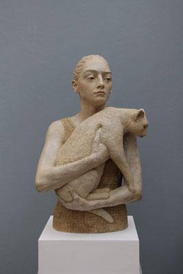> Frau mit Katze <  2015  ,  Maße:  68 / 42 / 32 cm