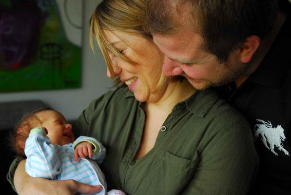 Romy mit Mama und Papa im Glück