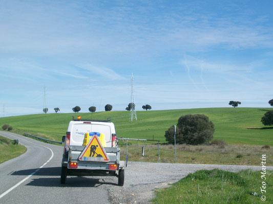Tratamiento de herbicidas en carretera comarcal que afecta a orquídeas ruderales