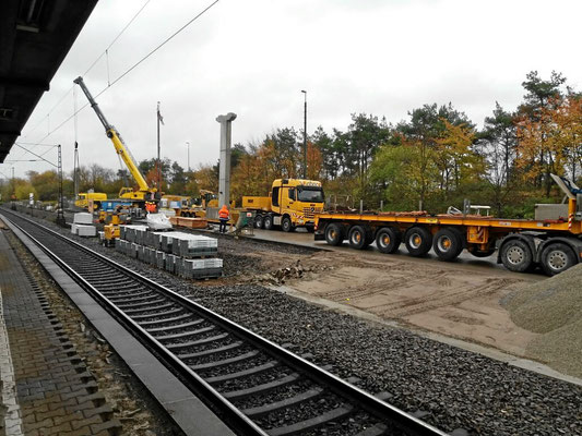 Gleisarbeitsfahrzeug in Neulussheim (neuer Treppenaufstieg)