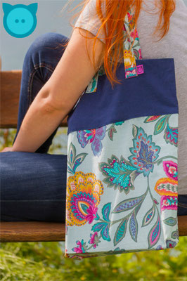 Tasche Uno dunkelblau, bunt-gemustert | Fotograf: David Kastner