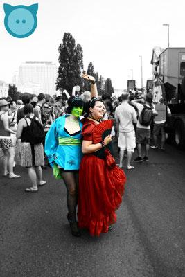Raupe & Rote Königin