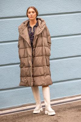K20 Albstadt - exklusive Damenoberbekleidung - Neue Mode September 21 am Model ZOE
