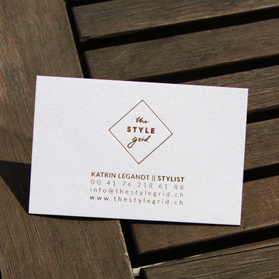Visitenkarten Rückseite mit Heißfolienprägung kaschiert mit Farbschnitt