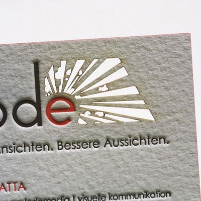 Visitenkarten Laserstanze mit Schmauchspuren.