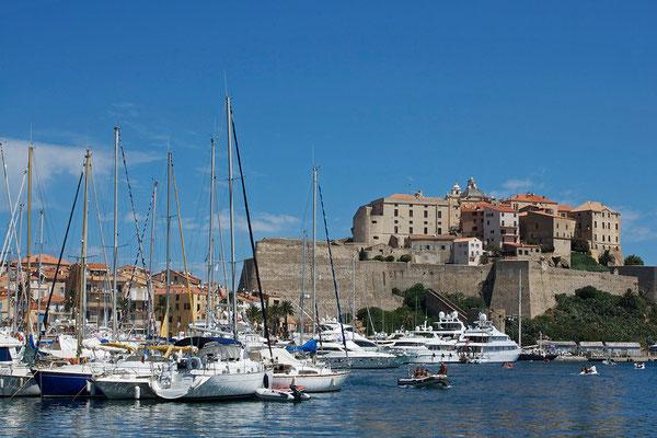 Hafen und Citadelle von Calvi