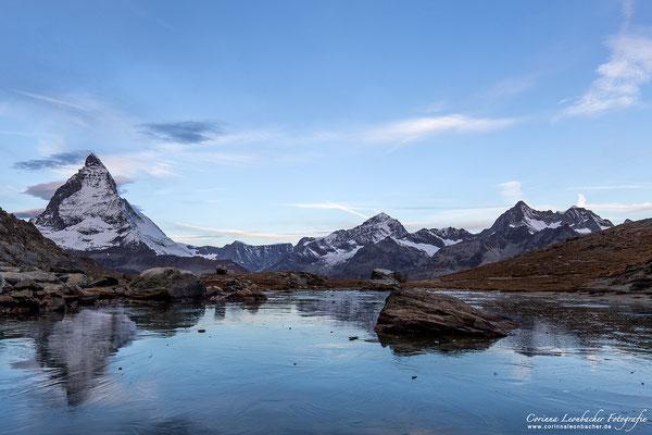 Matterhorn und zugefrorener See