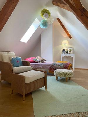 Einzelbett im Dachspitz
