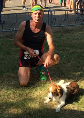 Respekt! So sehen 4-beinige Sieger aus. 5 Kilometer beim Ruhrauenlauf von Herrchen Helge mit Hund in 22:10 Minuten.