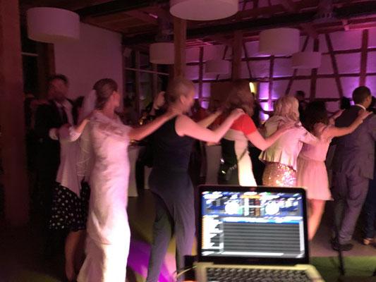 ausgelassen Feiern in Schwäbisch Gmünd DJ