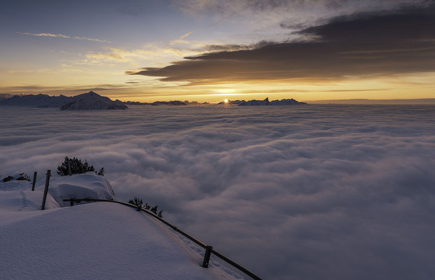 Nebelmeer Niederhorn zum Sonnenuntergang - Berner Oberland