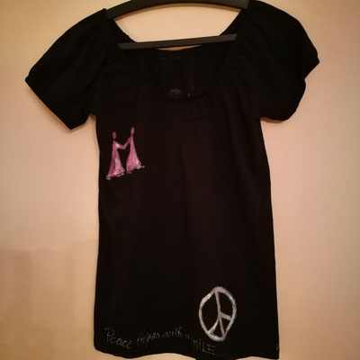 "Shirt, ""Peace begins with a smile"", Gr. S"