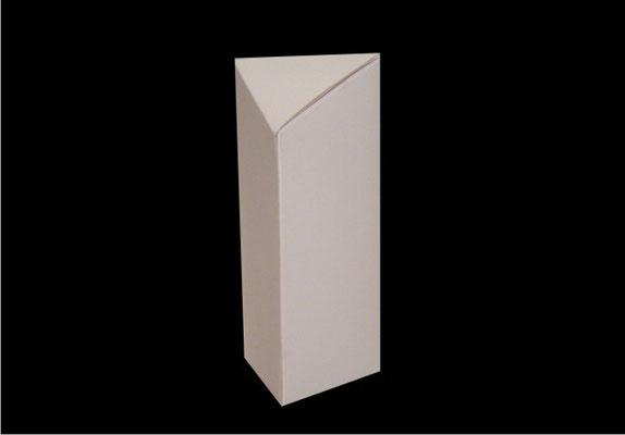 Caja triangular.