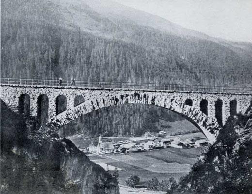 Il ponte Wäldlitobel della ferrovia dell'Arlberg a Klösterle in disuso dal 2003.