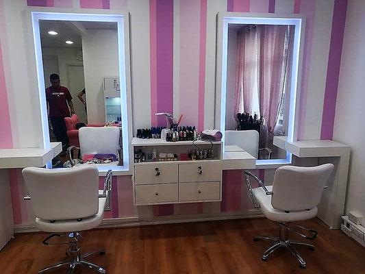 Mueble estilista dos puestos con luces 1