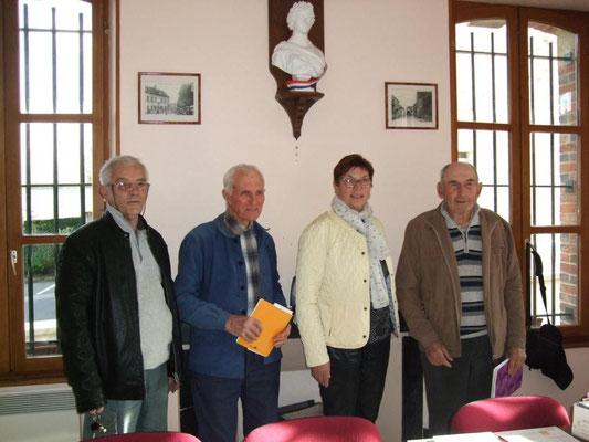 Fin de la réunion. De droite à gauche :  Bernard Roulot, Jacqueline Picart, Robert Breton et Jacques Cernet.