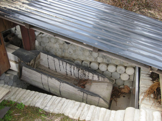 この日は使用していなかったので、水は入らないようにされていましたが、上の写真にあるような用水路から、ここに水が入る様に工夫されています