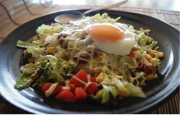 野菜と特製チリコン タコライス ¥780