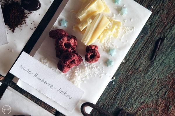 Variationen für Selbstgemachte Schokoladentafeln - Weiße Schokolade mit Himbeeren und Kokosflocken