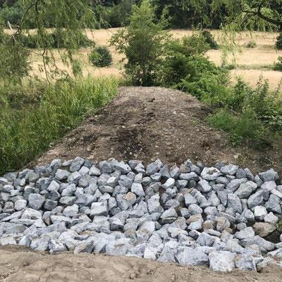 Dammerhöhung plus steinerner Überlauf