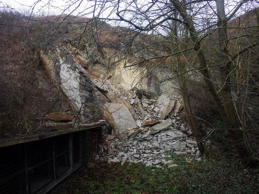 Durch Felssturz fast komplett verschüttetes Mundloch; Aufnahme: S. Wielert, 30.12.2017.