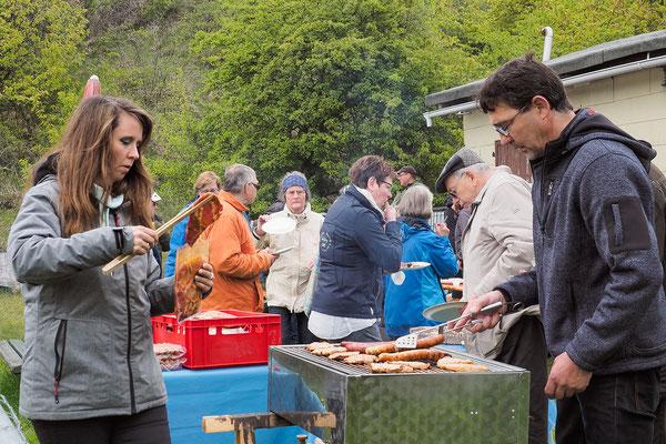 Sonja und Uwe Möker grillten so manches leckere Fleischstück oder Würstchen