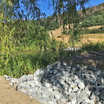 Steinerner Überlauf am unteren Teich