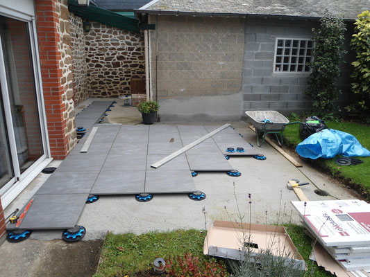 Réf TSP Terrasse en cours de rénovation, pose de dalles sur plots
