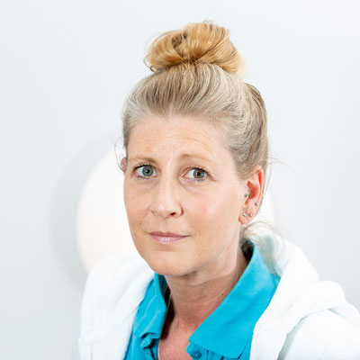 Sonja Landé – Ich bin seit 1988 im medizinischen Beruf tätig und ausgebildete VMFA und MFA. Seit 2015 bin ich in der hausärztlichen Versorgungspraxis beschäftigt. Mein Hauptschwerpunkt ist die Anmeldung und die Terminorganisation.