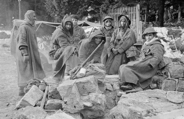 Goumiers du 2e GTM après la prise du village du Bonhomme, Alsace, décembre 1944