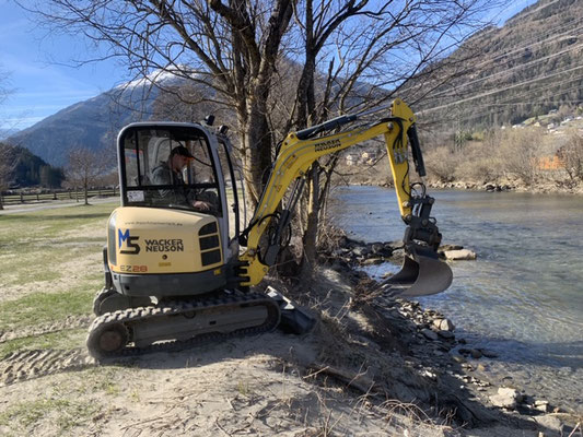 Aufräumarbeiten Hochwasser Obervellach Mölltal mit 3,0to Bagger