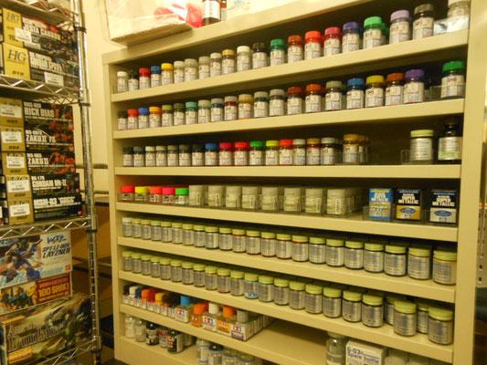 塗料はガイアとフィニッシャーズが中心です各色在庫しております