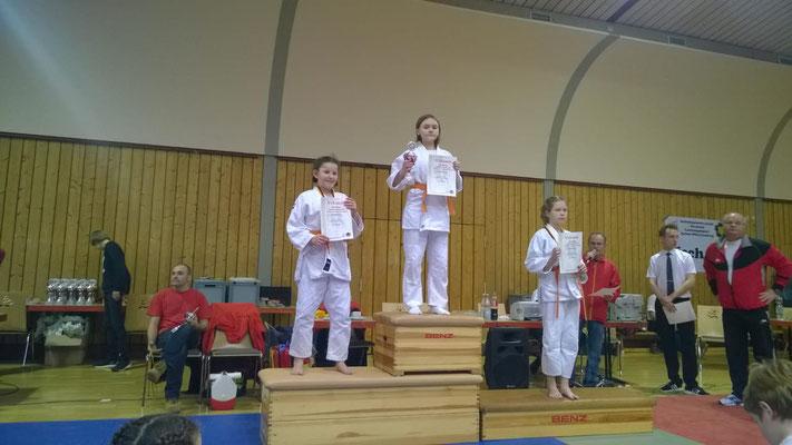 Stella Gerlinksi auf Platz 1 und Julia Kappes auf Platz 3