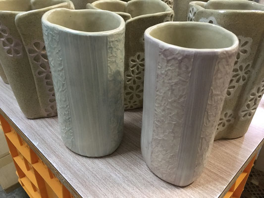 花瓶は思いのほかうまく仕上がった。ただ和紙柄アレンジのは釉が濃すぎでイメージと違う。写真で見るといいね!