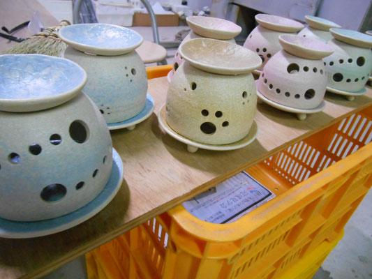 茶香炉は意識的に釉薬は薄掛けにした。想定通り。