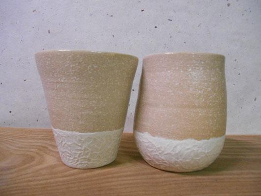 右側のカップ、失敗したロクロを持ち直して何とか形にした……こういうのが割と好き。整った形にはなっていないが……人間味がある。
