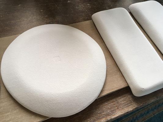 皿の裏面は釉の濃度が難しい。化粧泥がどれだけかかっているかにもよる。