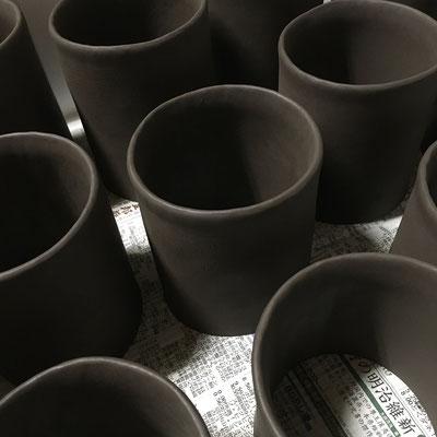 15日 マグカップの本体成形。