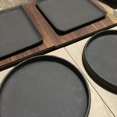 3日 四方皿と丸平皿の成形。