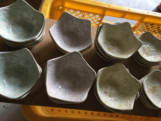 星形小鉢と小皿の内側は濃い!内側だから薄過ぎるよりは、まぁいいでしょう……ほどよく薄く仕上がると実にいい感じなのだけど