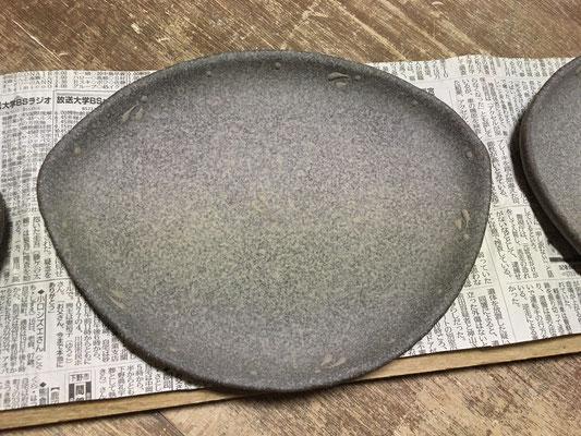 食パンがのるサイズの万能皿。焼鮭皿の変わりバージョンで作ったのが最初。